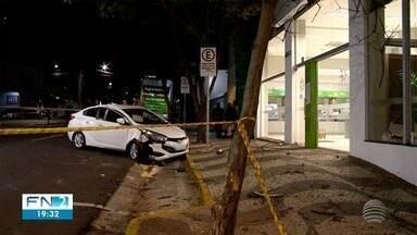 Acidente de trânsito deixa vítimas feridas em cruzamento em Presidente Prudente - Batida envolveu veículos no trecho entre as avenidas Coronel José Soares Marcondes e Manoel Goulart, no Centro da cidade.