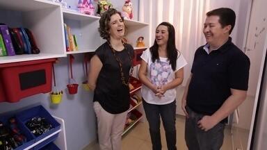 Quarto de Brinquedos - O quarto dos trigêmeos Laila, Tatiane e Enzo está totalmente tomado por brinquedos e a Micaela vai ajudar os pais das crianças a deixar o ambiente o mais arrumado possível.