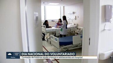 Dia Nacional do Voluntariado é comemorado nesta quarta (28) - Contação de histórias anima crianças e adolescentes internados no hospital Emílio Ribas