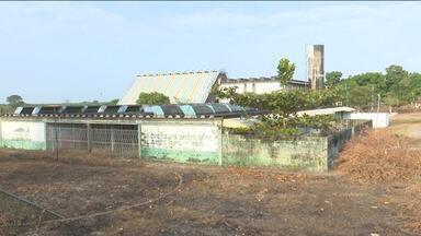Moradores reclamam da situação do Caic de Pindaré-Mirim - População pede uma reforma na escola. Uma parte do prédio já foi até abandonada há quase dez anos e está caindo aos pedaços.