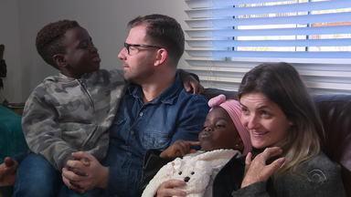 Irmãos adotados por gaúchos misturam costumes e celebram plenitude de estar em família - Assista ao vídeo.