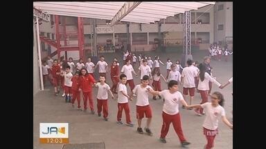 Corpo de Bombeiros simula operação em escola de Criciúma - Corpo de Bombeiros simula operação em escola de Criciúma