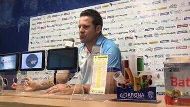 Técnico do CSA, Argel Fucks diz que Bustamante ainda vai evoluir - Treinador tem dado atenção especial ao paraguaio