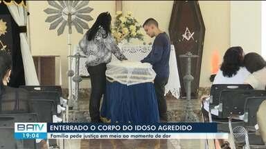 Idoso que morreu após levar soco em rua de Feira de Santana é enterrado - Suspeito será indiciado por homicídio, informou polícia.
