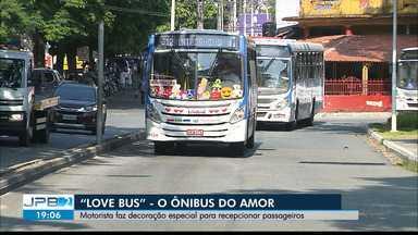 """JPB2JP: """"Love Bus"""" - motorista faz decoração especial para recepcionar passageiros - """"O ônibus do amor""""."""