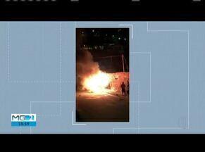 Carro é incendiado em Governador Valadares - Incêndio pode ter sido criminoso.