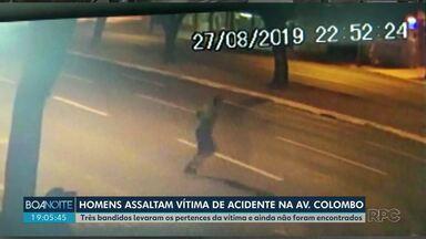 Mulher é furtada após sofrer acidente - O caso aconteceu em Maringá e foi registrado por câmeras.