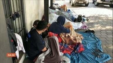 Detentos aguardam vagas em presídios dentro de viaturas policiais no RS - Detentos aguardam vagas em presídios dentro de veículos ou até mesmo acorrentados.