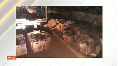PM de GO desarticula quadrilha especializada em roubar cargas de cigarro - A Polícia Militar de Goiás desarticulou uma quadrilha especializada em roubar cargas de cigarro, mas ainda procura outros bandidos.