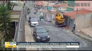 Caminhão desgovernado atingiu casas na Penha - Empresa diz que vai assumir despesas para a reforma das casas