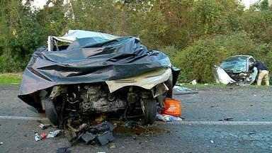 Foram identificadas as vítimas de acidente entre dois veículos na BR-386 - Seis pessoas da mesma família morreram.
