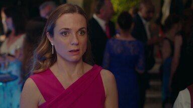 Episódio 3 - Laura e Katie são indicadas aos prêmios anuais da imprensa. Alison e Martin começam a fazer planos de casamento. E Katie decide namorar novamente.