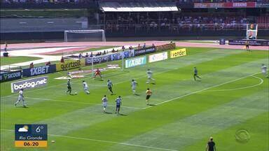 Grêmio vai com time reserva e arranca empate do São Paulo - Veja os lances da partida.
