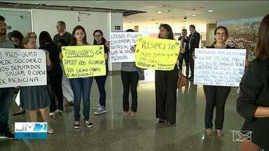 Alunos de medicina da UEMA reclamam da entrada de alunos de fora do Maranhão - Eles dizem que estão sendo prejudicados pela chegada desses alunos, que chegam até por decisão judicial.