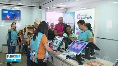 Consumidores que têm dívidas podem fazer acordo e limpar o nome em mutirão no Recife - Ação da Serasa ocorre no Pátio do Carmo, no Centro