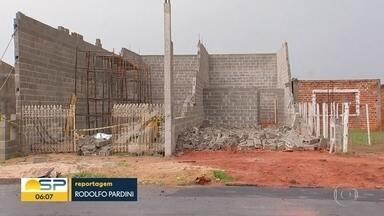 Muro desaba e mata operário em Araçatuba - Problemas estruturais e ventania teriam causado o acidente