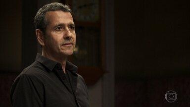 Amadeu promete defender Maria da Paz contra Fabiana - A boleira resiste às investidas do advogado