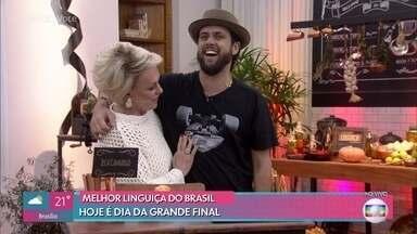Alder Lopes, Mário Portella e Zeca Camargo são os jurados da grande final do concurso - Além dos jurados, público também experimentou e votou na melhor das quatro linguiças finalistas do concurso 'A Melhor Linguiça do Brasil'