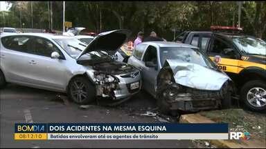 Dois acidentes complicam o trânsito em Maringá - Foi um na sequencia do outro num cruzamento de grande movimento. 4 pessoas ficaram feridas