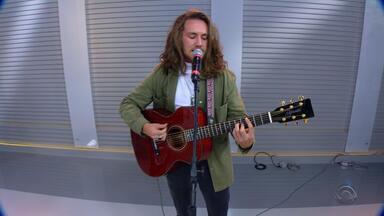 Victor Kley canta nova música A Tal Canção Pra Lua' ao vivo no Jornal do Almoço - Cantor faz show em Novo Hamburgo neste sábado.
