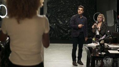 Sílvia e Kim mentem para Márcio - Márcio fica desconfiado das duas e se irrita com Kim