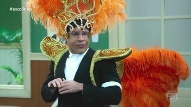 Seu Batista monta escola de samba para o Professor Raimundo - O aluno explica como vai ser a escola de samba
