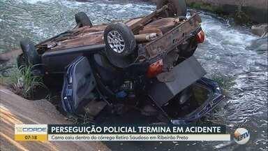 Três são detidos após carro cair em córrego em Ribeirão Preto - Acidente ocorreu entre a Rua Casemiro de Abreu com a Avenida Francisco Junqueira.