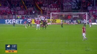 Com apenas três titulares, vence o São Paulo por 1 a 0 - Rafael Sóbis cobra falta e faz gol da vitória.