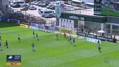 De goleada, Grêmio vence o Cruzeiro de 4 a 1 pelo Brasileiro - Assista ao vídeo.