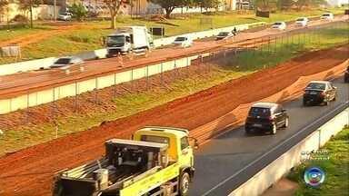 Trecho da BR-153 é interditado para obras na região de Rio Preto - Um trecho da Rodovia BR-153 em São José do Rio Preto (SP) foi interditado para obras de melhoria no asfalto.