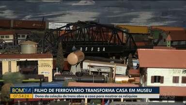 Filho de ferroviário transforma casa em museu - Dono da coleção de trens abriu a casa para mostrar as relíquias.