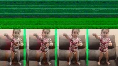 """Na Paraíba, garotinha pula no sofá e esbanja fofura ao gritar: """"Náutico, Náutico!"""" - Na Paraíba, garotinha pula no sofá e esbanja fofura ao gritar: """"Náutico, Náutico!"""""""