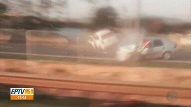 Motorista que dirigiu na contramão e causou acidente na Anhanguera está em estado grave - Imagens da colisão foram feitas por uma testemunha, no sábado (7).