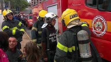 Jovem autista vira bombeiro por um dia em Gravataí - Veja esse exemplo de inclusão que aconteceu após o Erick escolher a profissão 'bombeiro' para apresentar trabalho da escola.