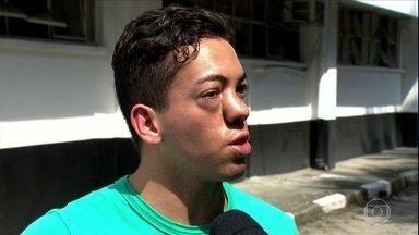 Motorista de ônibus suspeito de agressão em SP se apresenta à polícia - O motorista, de 31 anos, admitiu a agressão, mas nega que tenha sido por homofobia. A Polícia vai esperar o fim das investigações para decidir, se houve ou não conduta homofóbica por parte do condutor.