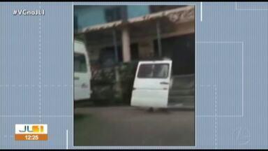 Telespectador flagra motorista recolhendo porta de van que tinha caído no trânsito - Telespectador flagra motorista recolhendo porta de van que tinha caído no trânsito