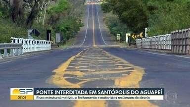 Risco estrutural interdita ponte em Santópolis do Aguapeí - Motoristas tem que fazer um grande desvio para seguir a viagem.