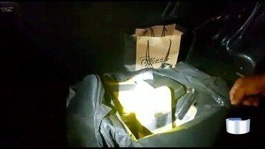Motorista é preso com mais de 15 kg de cocaína em carro na Fernão Dias em Vargem - Droga estava escondida em bolsa no porta-malas do veículo.