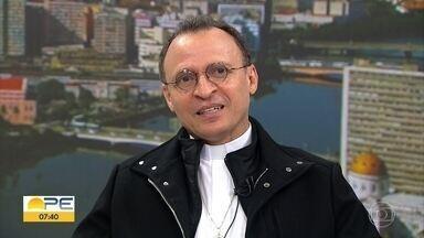 Padre Cosmo lança livro: 'Em sintonia com Deus pela força da oração' - Obra traz textos reflexivos e orações para diferentes propósitos.