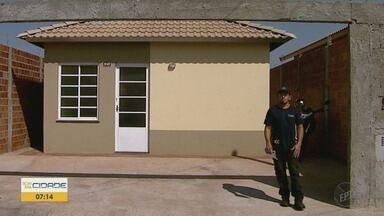 Serralheiro é suspeito de aplicar golpes na venda de portões em Ribeirão Preto - Donos de casas em bairros novos da zona Norte alegam prejuízo após pagar por instalações que não foram realizadas.