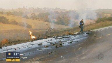 Grave acidente deixa mortos e feridos na BR-491, entre Alfenas e Paraguaçu (MG) - Grave acidente deixa mortos e feridos na BR-491, entre Alfenas e Paraguaçu (MG)
