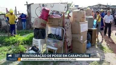 Três mil moradores são retirados de terreno invadido em Carapicuíba - Três mil moradores que viviam em um terreno invadido em Carapicuíba foram obrigados a deixar a ocupação nesta quinta-feira (12). A reintegração de posse foi determinada pela Justiça.