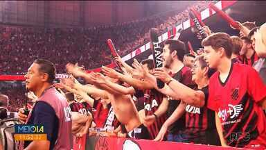 Athletico vence o Internacional no primeiro jogo da final da Copa do Brasil - Torcedores do Furacão lotaram a Arena da Baixada.