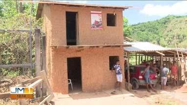 Casa de taipa de dois andares no Maranhão chama atenção nas redes sociais - Apesar da construção ser bem simples, não se trata de uma casa de taipa comum.