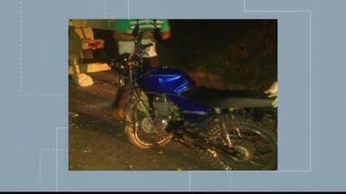 Motociclista morre depois de bater em caminhão estacionado, em Vargem Alta, no sul do ES - Polícia não divulgou identidade do homem, de 46 anos.