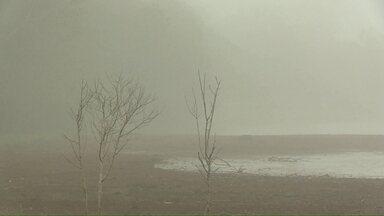 Garoa fraca durante à tarde derruba as temperaturas em Cascavel - Chuva fraca apareceu depois de áreas de instabilidade deixadas pela frente fria que passou no sul do estado. Nesta sexta-feira, a instabilidade se afasta da região e sol volta a aparecer. Máxima prevista é de 29 graus.