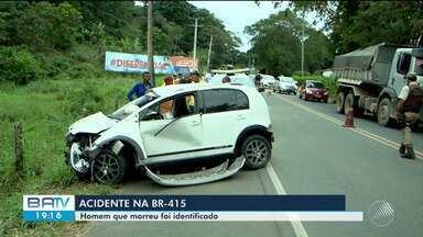 Motorista morre após perder controle de carro e veículo capotar na BR-415, em Ilhéus - Outras duas pessoas ficaram feridas. Segundo testemunhas, condutor tentou fazer ultrapassagem.