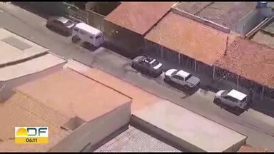 Helicóptero da Polícia Militar ajuda na captura de bandidos no Guará - Os dois bandidos roubaram bijuterias na Feira do Guará e foram localizados pelo helicóptero em um carro com placa clonada na QE 26. Na delegacia, os bandidos foram reconhecidos por uma das vítimas.
