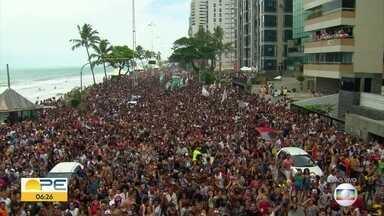 Parada da Diversidade completa 18 anos e ocupa Avenida Boa Viagem - Evento acontece no domingo (15) e espera reunir 500 mil pessoas.