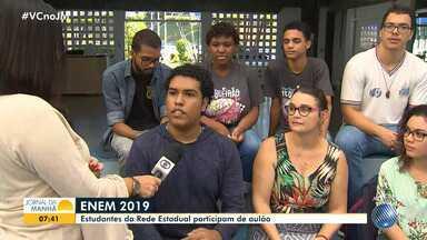 Estudantes participam de aulão preparatório para o Enem 2019 - Aula acontece no Colégio Estadual de Aplicação Anísio Teixeira e conta com 200 alunos.